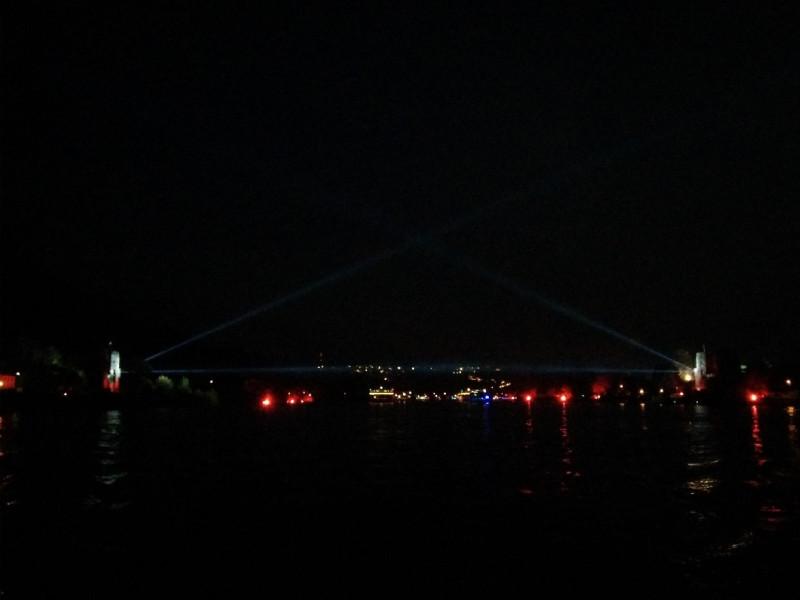 Lichtinstallation der Brücke von Remagen bei Rhein in Flammen