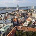 Ausblick von der St. Petrikirche über Riga mit der Vanšu-Brücke