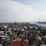 Ausblick von der St. Petrikirche über Riga mit der Wissenschaftsakademie und dem Fernsehturm als markantesten Punkten