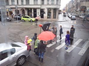 Filmaufnahmen mitten am Tag in Riga auf der Strasse