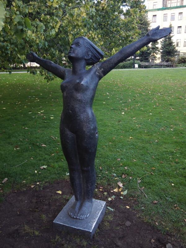 Nackedei im Park in Riga
