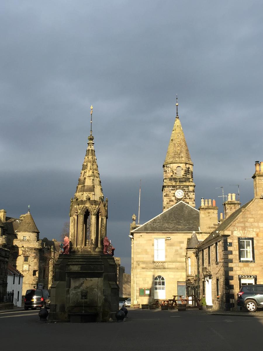 Marktplatz von Falkland in Schottland: In Outlander angeblich Inverness ;)