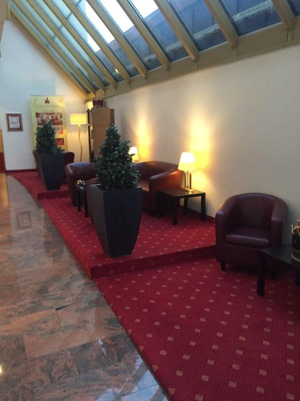 Sehr gemütliche Sitzgelegenheit, sehr hell im Hotel Schlosskrone Füssen