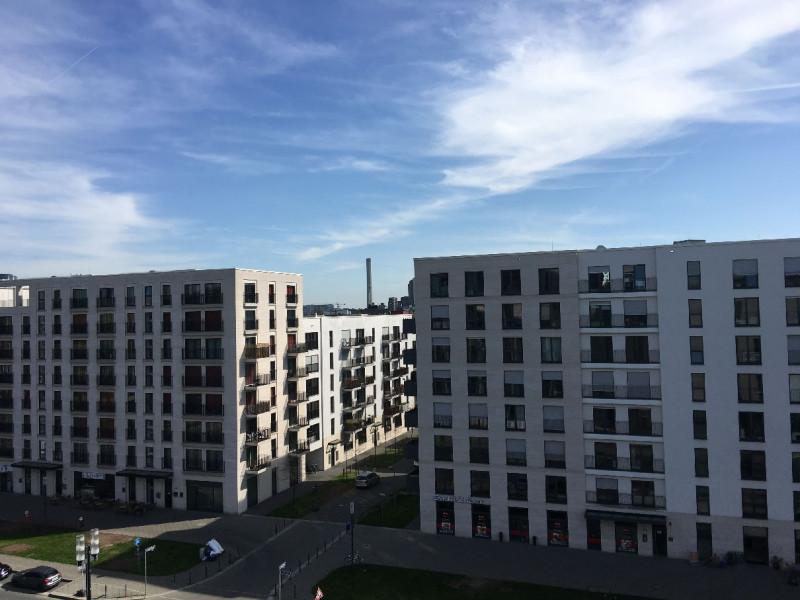 Ausblick auf die Neubauten aus meinem Zimmer im sechsten Stock des Premier Inn Frankfurt