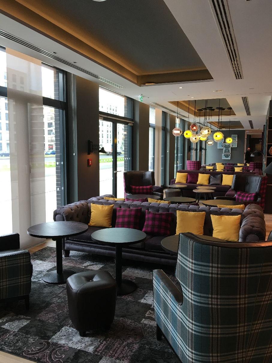 Blick in die Lobby des Premier Inn Frankfurt