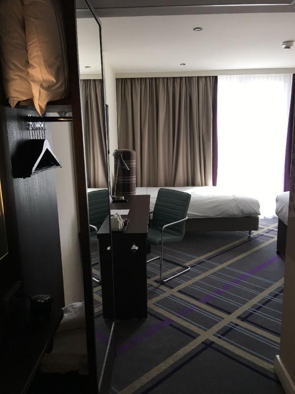 Erster Blick ins Zimmer 602 des Hotels Premier Inn Frankfurt/Main