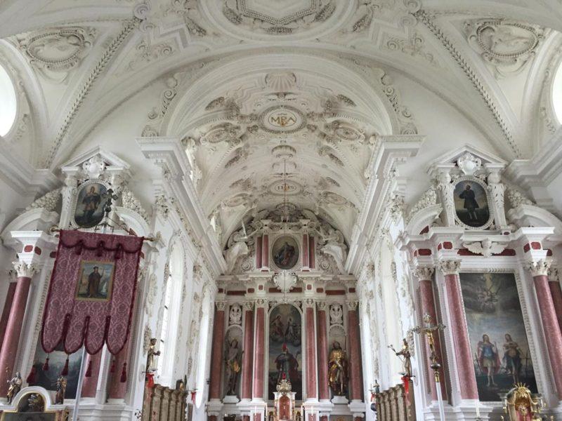 Im Inneren der Kirche St. Coloman