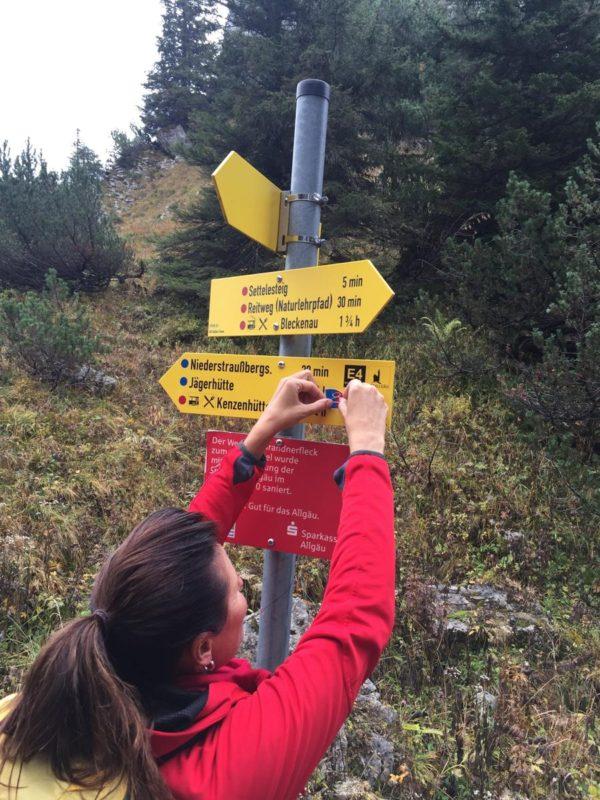 Christa Fredlmeier bei der Arbeit. Christa hat die Wandertrilogie mit konzipiert und ist auch Geschäftsführerin der Top Trails of Germany