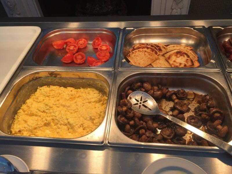 Ei, Pancakes, Tomaten und Pilze... Frühstücksauswahl im Balbirnie House Hotel