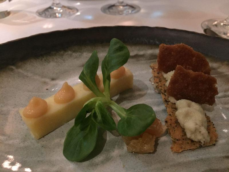 Blaukäse von den Hebriden, Gelee aus Cider sowie Walnusskrokant im The Peat Inn Restaurant