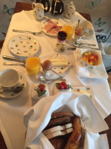Unser Frühstückstisch in der Suite im The Peat Inn