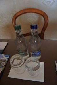 Wasser für die Gäste der Suite im Hotel The Peat Inn