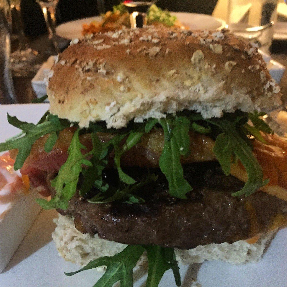 Classic Steak Burger im Cardoon Restaurant im Keavil House Hotel Crossford