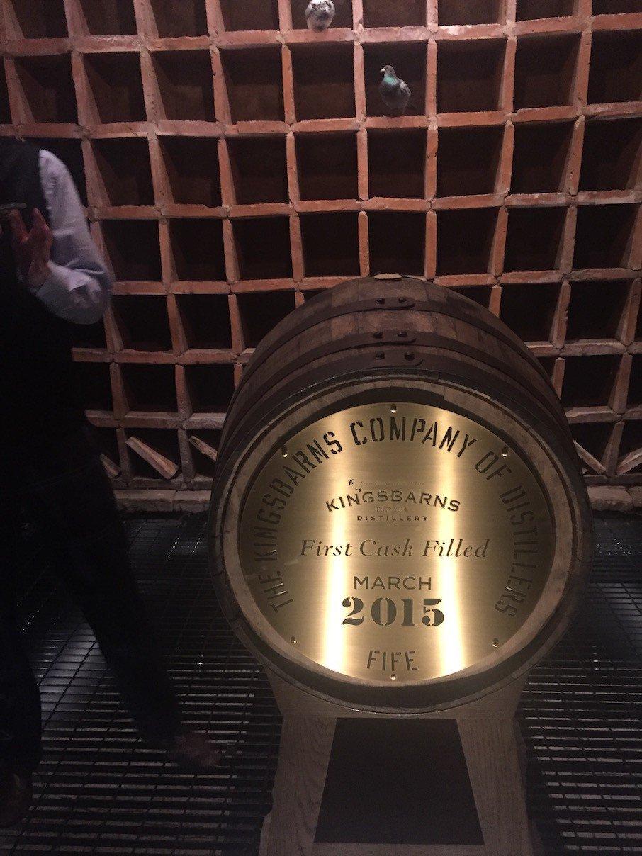 Das erste Fass bei Kingsbarns Distillery