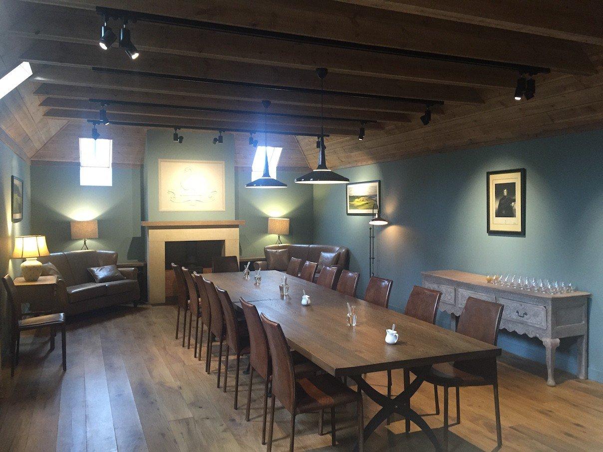 Großer Tasting Raum bei Kingsbarns Distillery