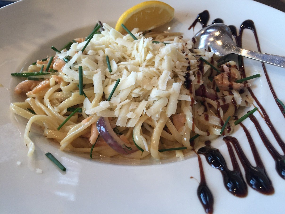 Linguine mit Lachs im Waterfront Restaurant in Anstruther in Fife/Schottland