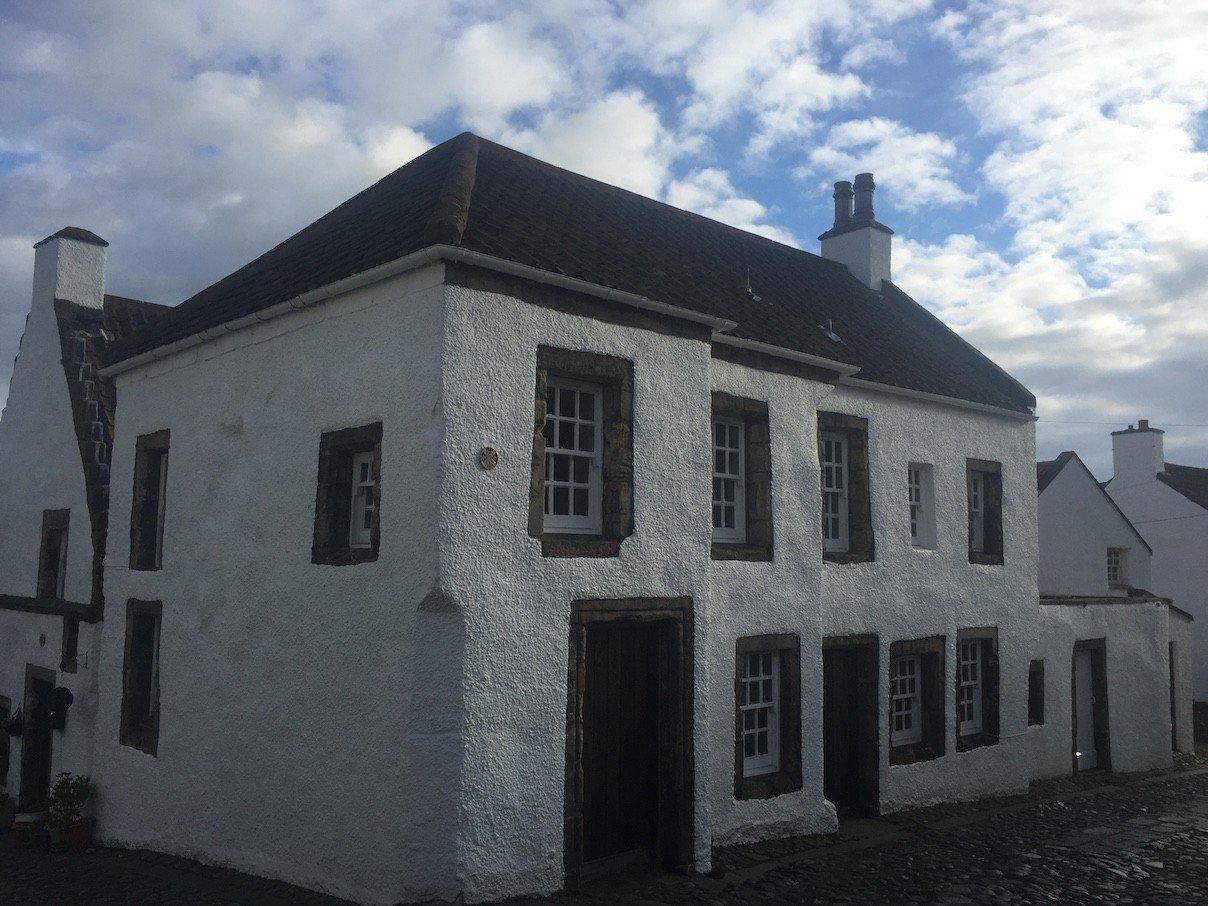 Ein Haus vom Marktplatz in Culross