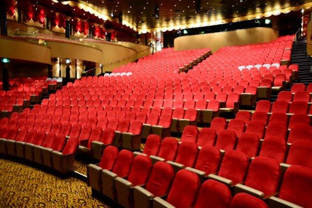 Das Stardust Theater lockt jeden Abend zu zwei Vorstellungen