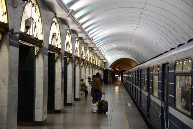 Die Wagen in der U-Bahn sind recht alt und laut