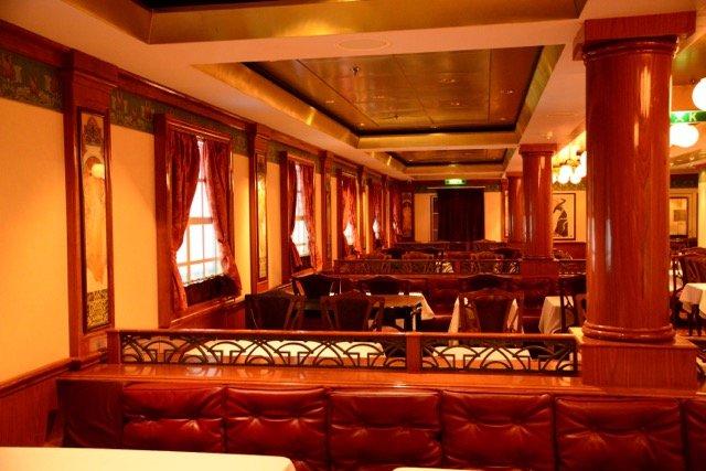 Le Bistro ist das französische Spezialitätenrestaurant an Bord