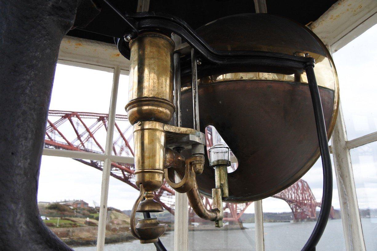 Nahaufnahme des Lichts im North Queensferry Light Tower
