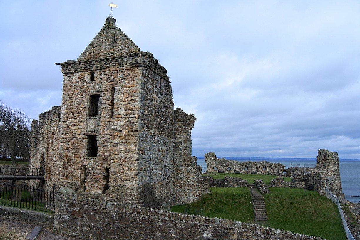 Seitenansicht des St Andrews Castle