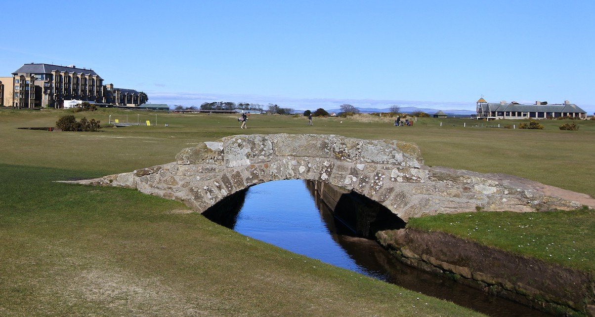 Die Swilcan Bridge ohne den lästigen @travellerblog auf dem Old Course in St Andrews