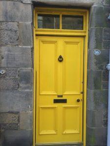 Gelbe Türe in St Andrews