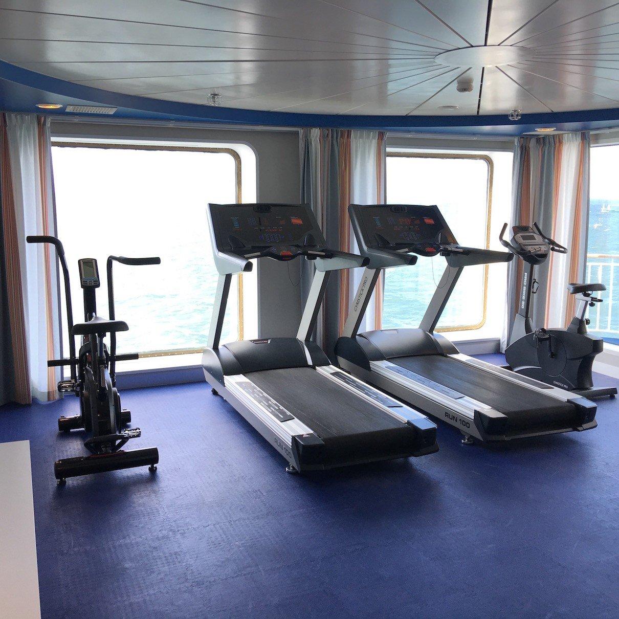 Fitnessraum mit tollen Ausblick auf die Ostsee an Bord der Finnstar