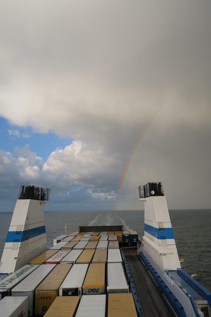Der Regenbogen hinter der Finnstar