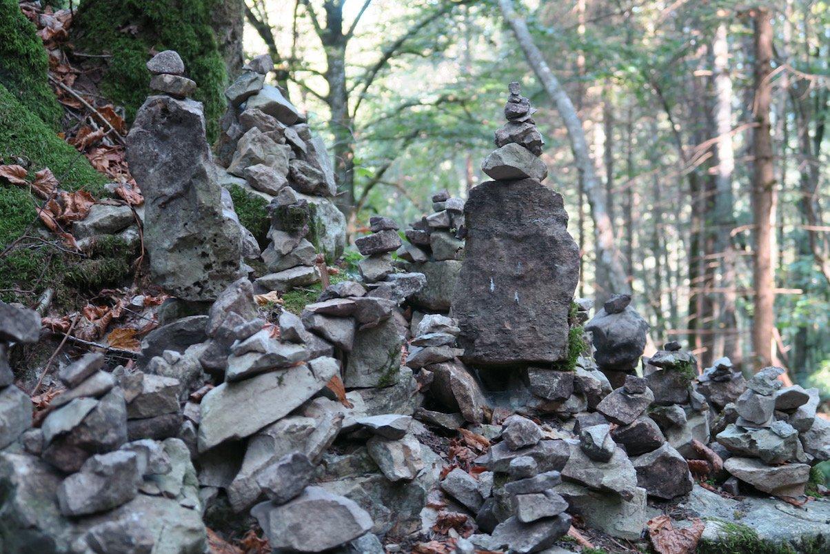 Steinmanderl gibt es auch auf dem Schluchtensteig :)