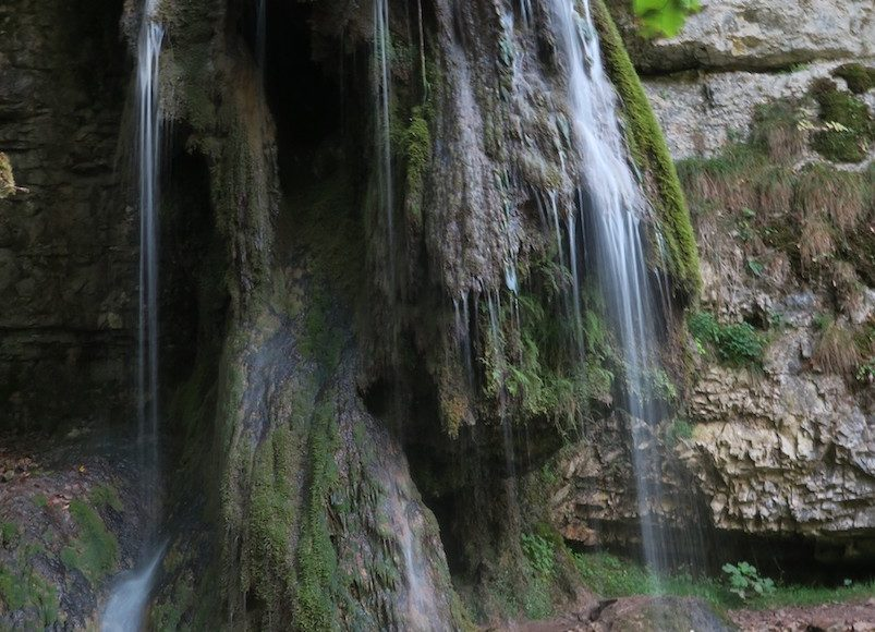 Der Wasserfall - nach einigem Warten konnte ich auch ein Bild machen ohne Menschen davor/dahinter ;)