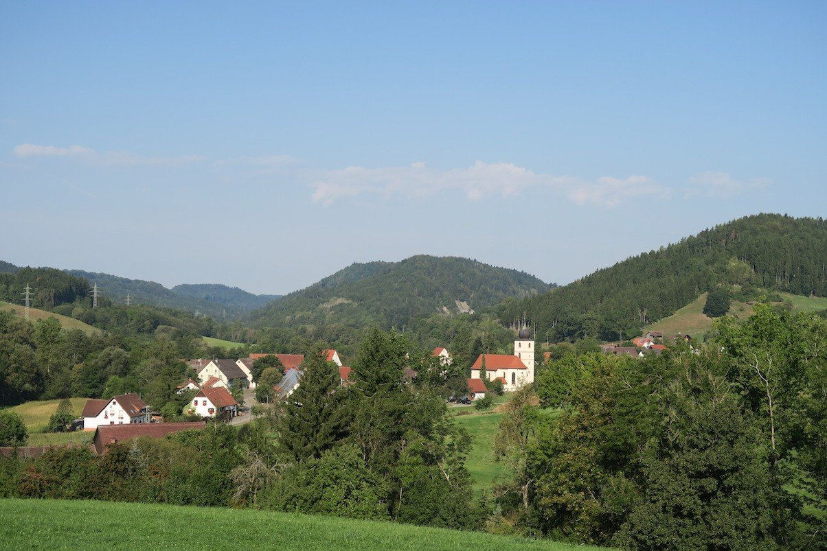 Blick auf Achdorf auf dem Schluchtensteig