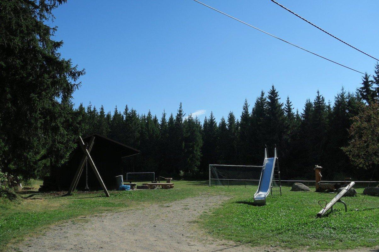Spielplatz und Grillplatz