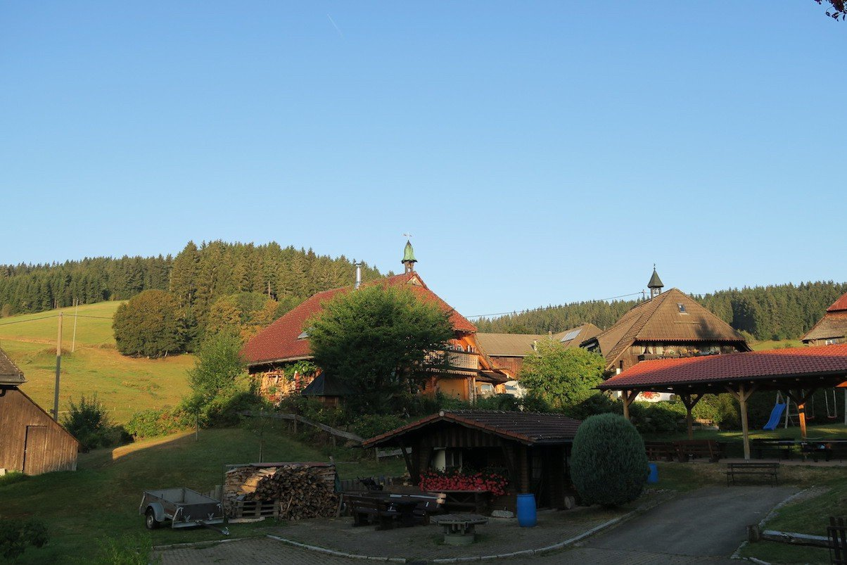 Der morgendliche Blick vom Balkon im Hotel Hirschen in Fischbach lässt tolles Wetter für heute erahnen