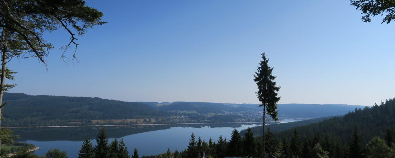 Rastplatz mit toller Aussicht über den Schluchsee auf dem Schluchtensteig