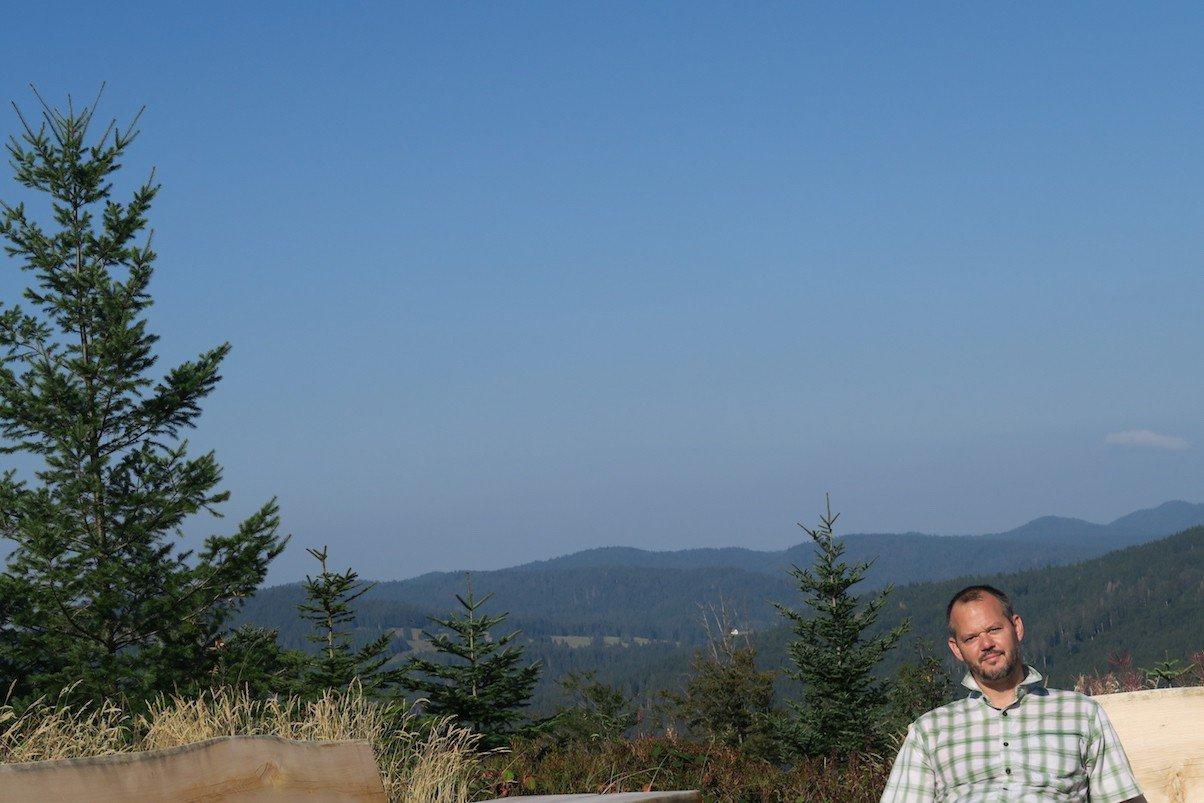 Hubert Mayer an der Aussichtsplattform vor dem Lehenkopfturm auf 1.015 Metern