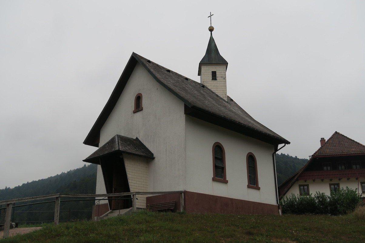Süsse Kirche in Todtmoos-Au am Wegesrand der 6. Etappe des Schluchtensteigs