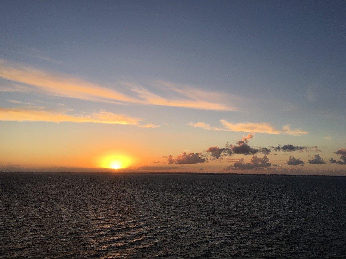 Toller Sonnenuntergang an Bord der Finnstar, da kann man schon ins Träumen kommen
