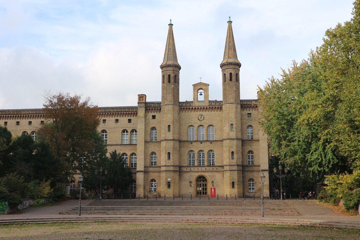 Ehemaliges Diakonissen-Krankenhaus Bethanien am Mariannenplatz (Foto: Gesine Hermann)
