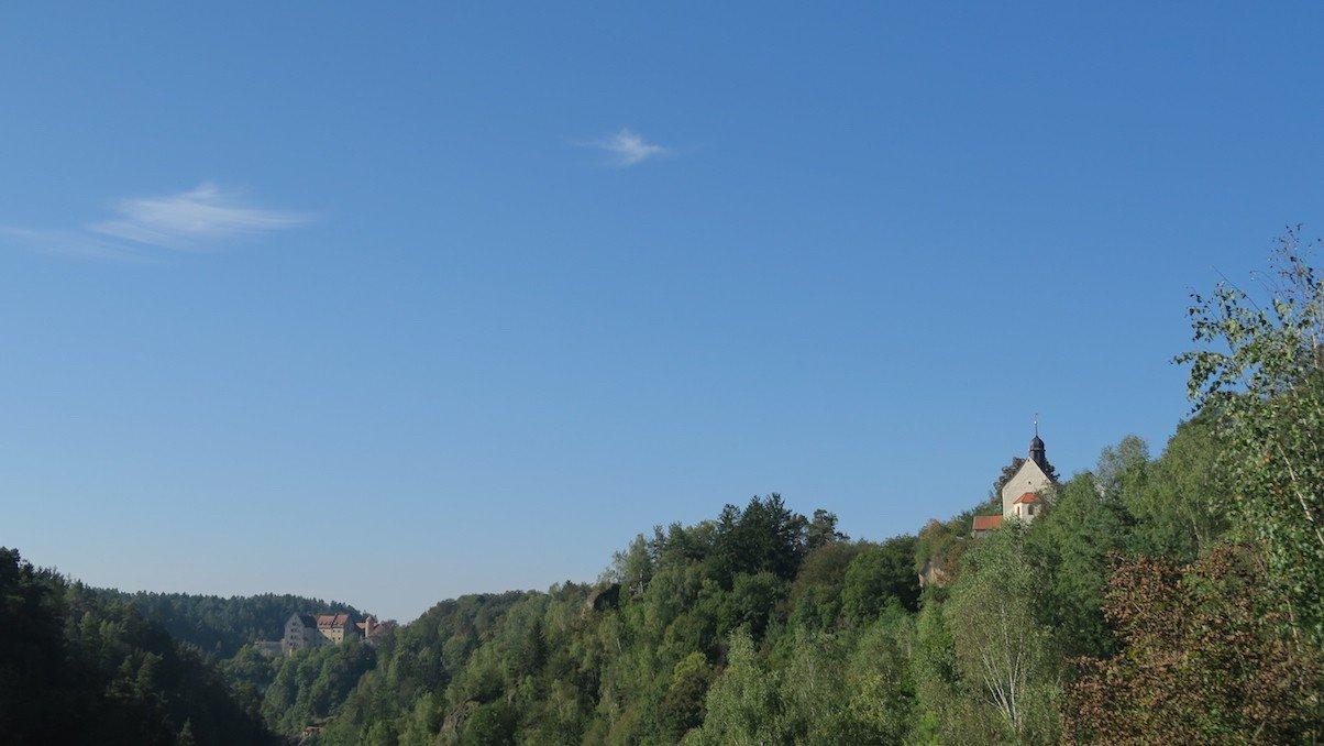 Blick auf die Klaussteinkapelle in der Fränkischen Schweiz