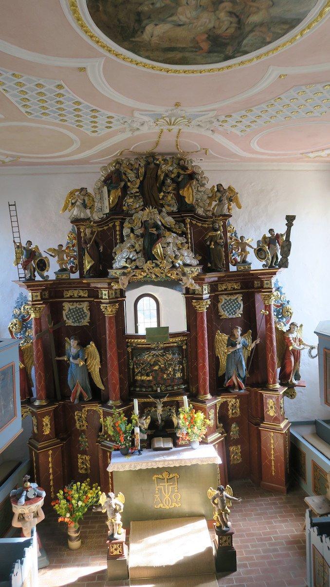 Im Inneren der Klaussteinkapelle