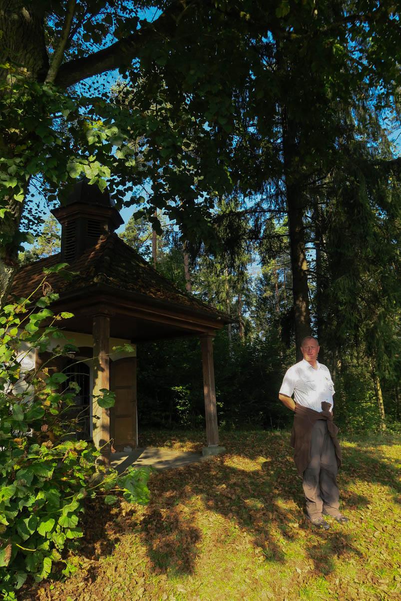 Unser Wanderführer Georg bei der Ansprache an der Kapelle kurz vor Nankendorf