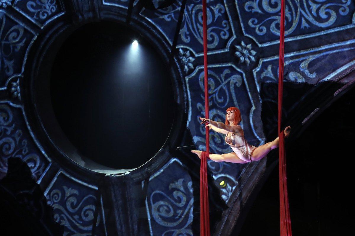 Schwerelos fallen Kostüme von Jean Paul Gaultier | Foto: Sven Darmer