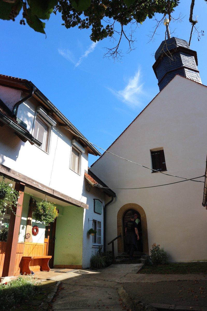 Eingang zur Klaussteinkapelle - ich komme rein ;) (Bild: Gesine Hermann)