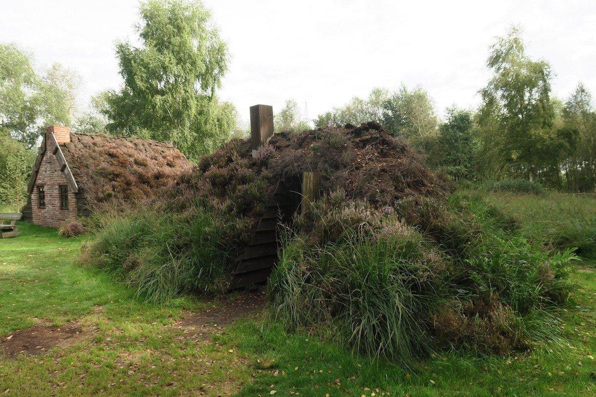 Eine der ersten Behausungen im Gut Papenburg der Torfstecher