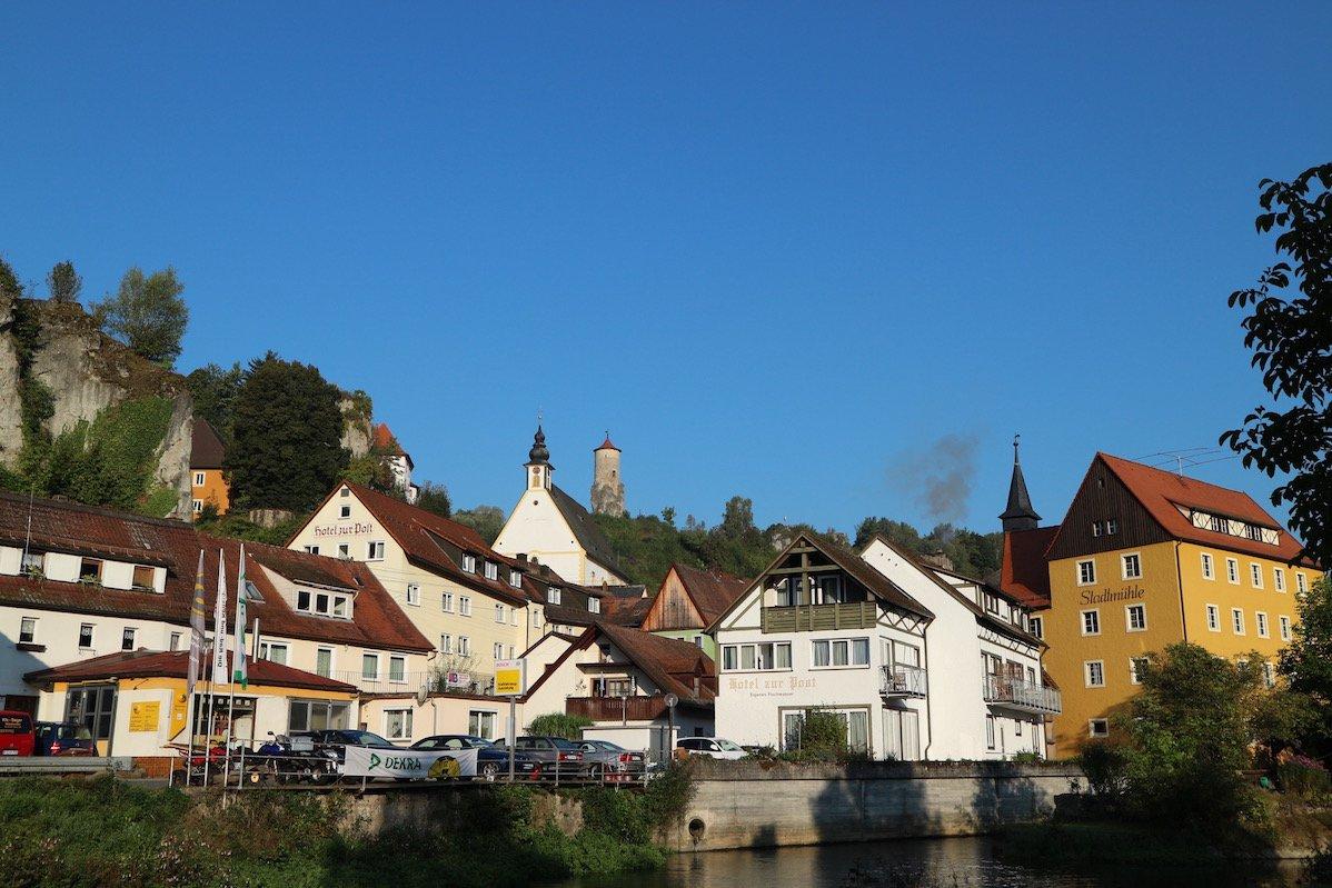Waischenfeld von der Wiesent aus (Bild: Gesine Hermann)