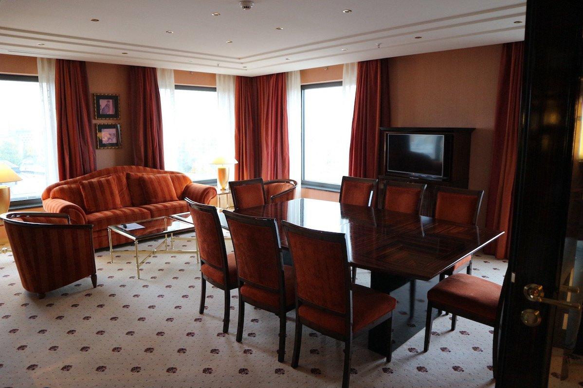 Arbeitsbereich in der Ambassadorsuite im Maritim Hotel Berlin (Foto: Gesine Hermann)