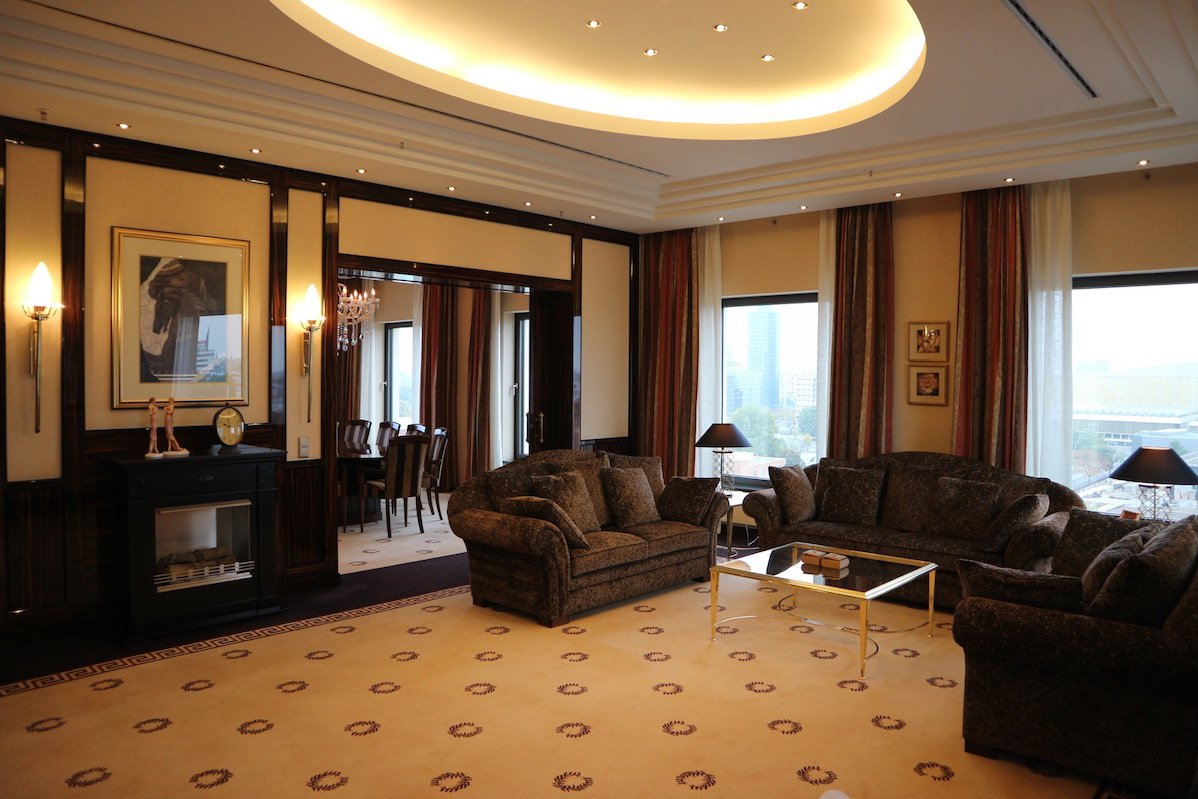 Wohnbereich der Präsidentensuite im Maritim Hotel Berlin (Foto: Gesine Hermann)