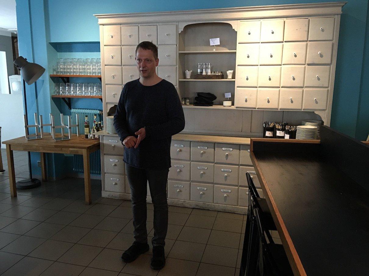 """Georg Simojoki in seinem Restaurant """"zum Beispiel"""" in Porvoo"""